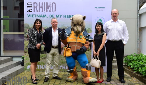 Cheryl Reynolds, Matthew Norval, Nguyen Thi Tuong Nhi And Dr William Fowlds With Rhino Ranger14
